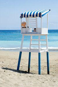 Strandwacht aan  azuurblauwe kust Tenerife