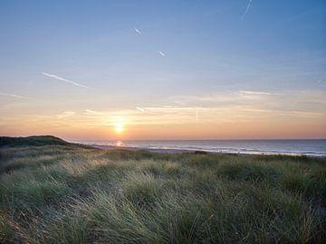 Dünen mit untergehender Sonne von Sjoerd van der Hucht
