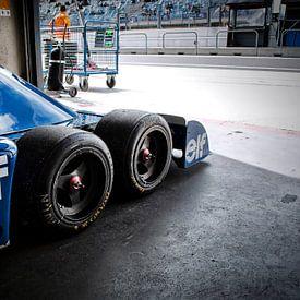 Tyrrell P34 six roues dans la fosse sur Bas Bleijenberg