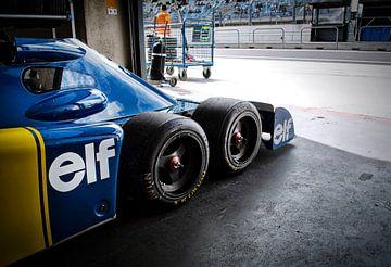 Tyrrell P34 Sechsradfahrzeug in Box von Bas Bleijenberg