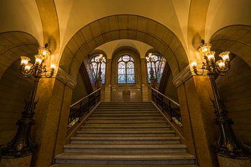 Les escaliers de l'hôtel de ville de Rotterdam sur MS Fotografie | Marc van der Stelt
