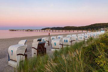Strandstoelen op het strand van Binz op het eiland Rügen van Werner Dieterich