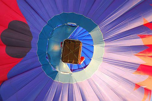 Heteluchtballon boven Hardenberg. van