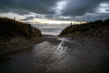 Dunkler Strandanstieg von Evert Jan Luchies