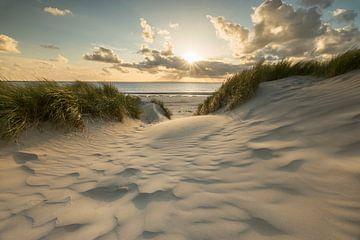coucher de soleil sur la plage Ameland sur Bart Harmsen