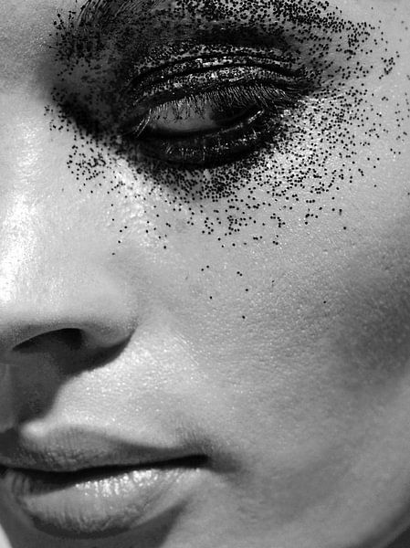 Portret zwart wit van Liesbeth Govers voor omdewest.com