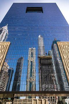 Dubai, Spiegelung von Gebäuden von Inge van den Brande