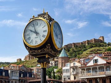 Tbilissi horloge sur Stijn Cleynhens