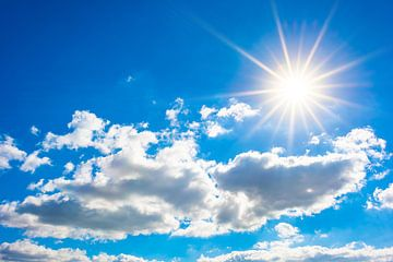 Lucht met zon en wolken van Günter Albers
