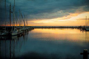 zonsondergang in de haven van Lelystad van Gerjanne Dijkstra