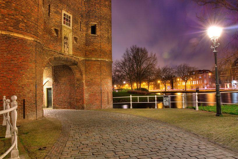 Een avond bij de Oosterpoort in Delft van Dexter Reijsmeijer