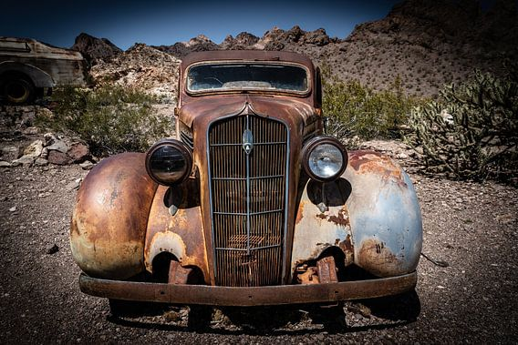 Antieke auto Plymouth van Inge van den Brande