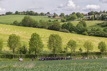 Processie door Simpelveld von John Kreukniet
