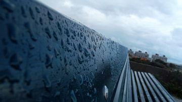Bank in regen van Marloes Vissers-Schurman