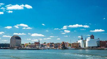 Panorama de la ville hanséatique de Stralsund, Allemagne sur Rietje Bulthuis