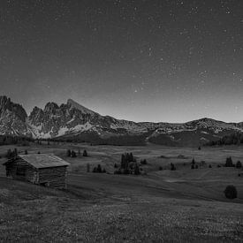 Seiseralm - Die Seiser Alm bei Nacht - Schwarz-Weiß von Teun Ruijters