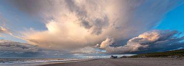Storm op het strand 01 von Arjen Schippers