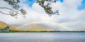 Regenboog bij Schots kasteel