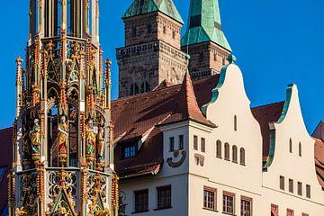 Une belle fontaine dans la vieille ville de Nuremberg sur Werner Dieterich