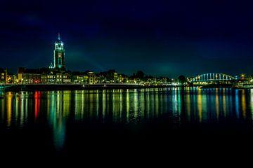 Deventer verlichte skyline in het donker van Jaimy Leemburg