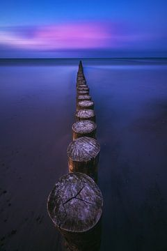 Ostsee Buhnen am Strand von Heiligenhafen von Jean Claude Castor