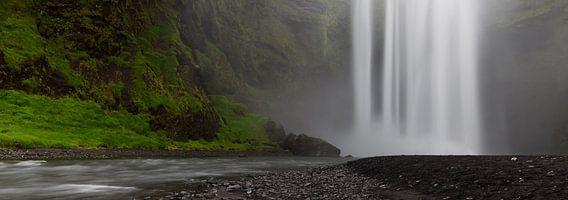 Skogafoss - Iceland van Arnold van Wijk