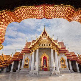 De Marble Tempel in Bangkok van Edwin Mooijaart
