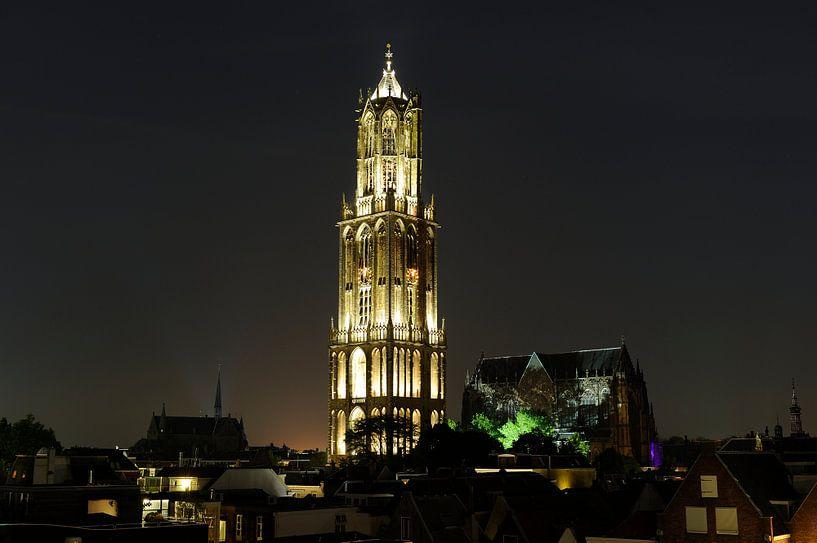 Binnenstad met Domtoren en Domkerk in Utrecht van Donker Utrecht