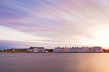 Kleurrijke waterwoningen van Niels van der Perk