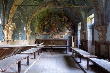 Verlaten Kapel in Italië. van