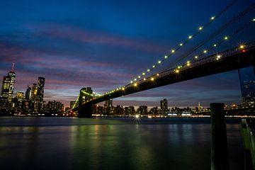 Brooklyn Bridge New York City bij nacht van Eline Chiara