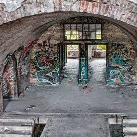 Urban / Urbex Hal in oude kazerne Fort de la Chartreuse van Marianne van der Zee