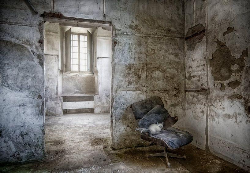 Kelder ruimte van verlaten villa van Marcel van Balken