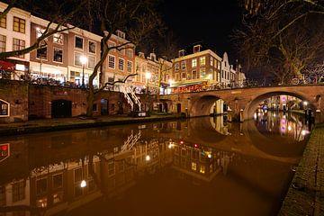 Oudegracht in Utrecht met Gaardbrug sur