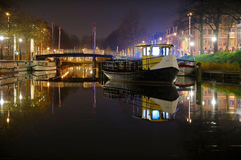 Veerpontje ISTI van Rederij Schuttevaer in de Weerdsingel in Utrecht van Donker Utrecht