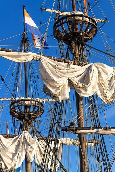Oud zeilschip Halve Maen van de Verenigde Oost-Indische Compagnie VOC van Sjoerd van der Wal