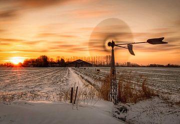 Zonsopkomst winterlandschap met molen van Marjolein van Middelkoop