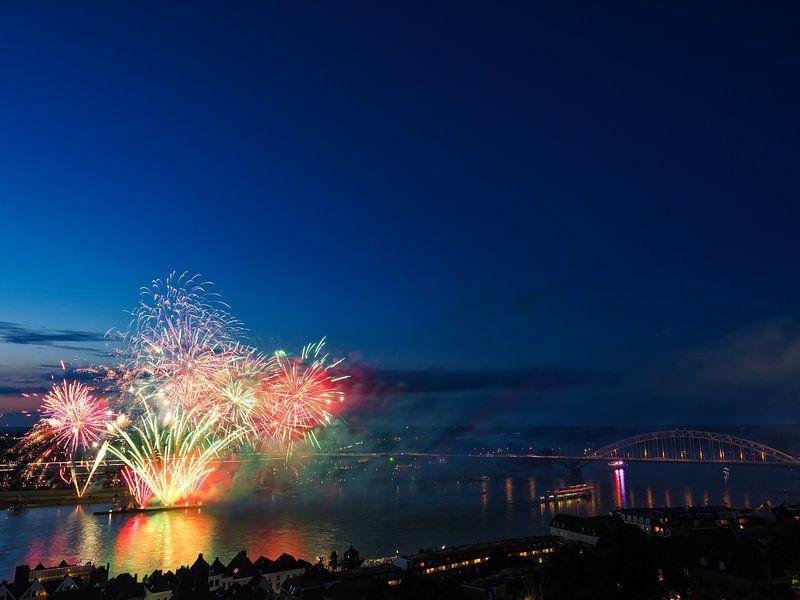 Vuurwerkshow vierdaagsefeesten van Lex Schulte