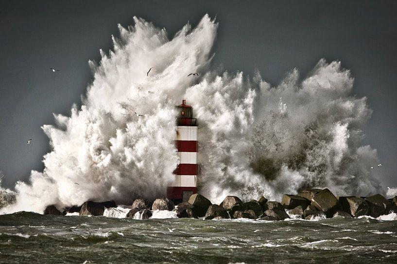 Les vagues se brisent sur une balise près d'IJmuiden sur Frans Lemmens