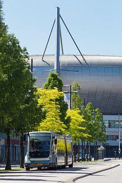 Phileas bus (Hermes) en het Philips stadion in Eindhoven von Bart van Eijden