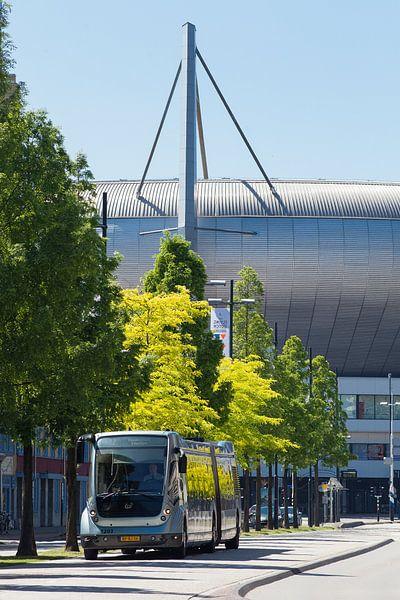 Phileas bus (Hermes) en het Philips stadion in Eindhoven van Bart van Eijden