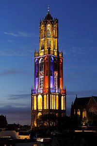 Domtoren in Utrecht met Franse driekleur tijdens start Tour de France 2015