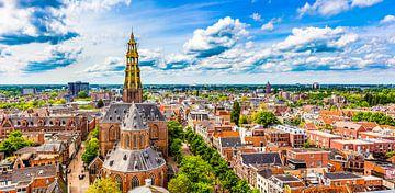 Skyline Groningen met de Der-Aa kerk van Stad in beeld