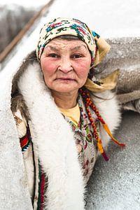 Portret van Nenet vrouw in Siberië