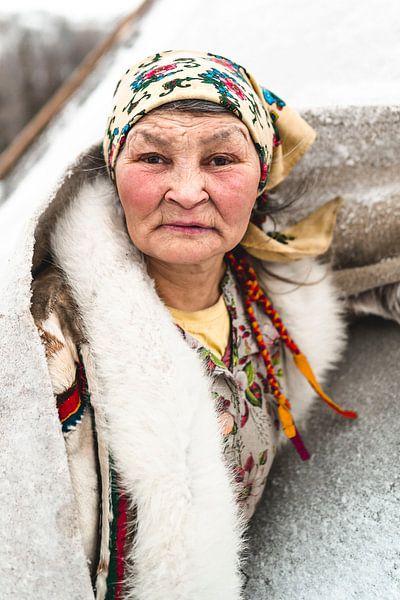 Portret van Nenet vrouw in Siberië van Milene van Arendonk