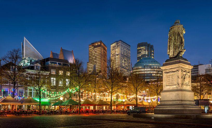 Avondfoto Plein in Den Haag  van Mark De Rooij