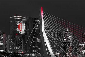 Feyenoord projectie op 'De Rotterdam' detailled black and white van Midi010 Fotografie