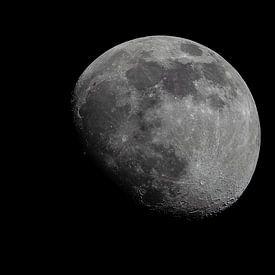 Moonscape Waxing Gibbous van Marc Hederik