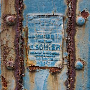 alter Zaun mit Platte