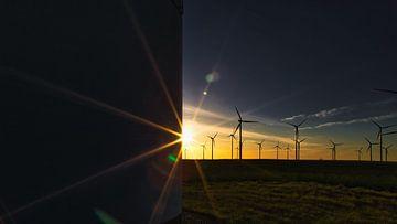 Sonnenuntergang im Windpark von Thomas Grund